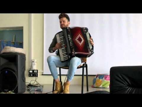 Giornate della creatività al Liceo Costanzo - Antonio Fazio alla fisarmonica.