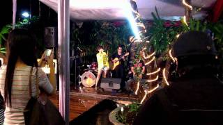 """Kamaya singing """"Nanti Dulu"""" - Acoustic version"""