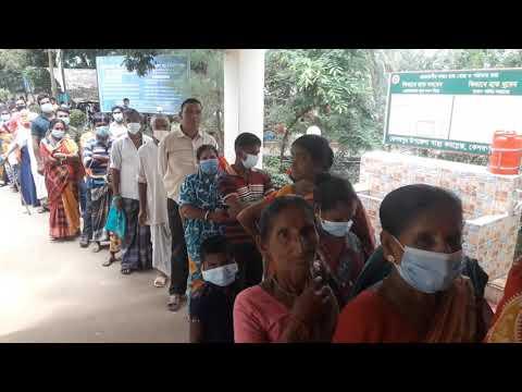 দীর্ঘ লাইনে দাড়িয়ে করোনা ভাইরাসের টিকা নিচ্ছেন মানুষ। Vlog Kabir Hossain