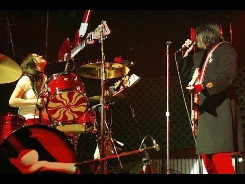 The White Stripes- KROQ Almost Acoustic Christmas 2005 (FULL)