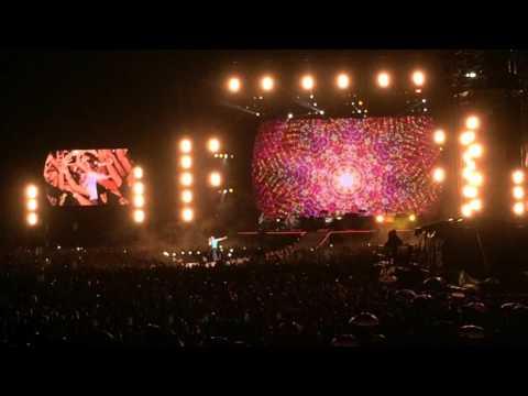 Bajo una incesante lluvia, Coldplay se despidió de Argentina con un show épico