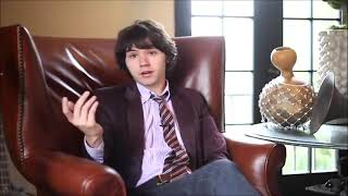 Ryan Ross of The Young Veins interviewed by MTV
