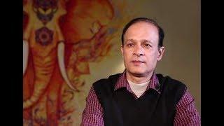 Бикаш Нахар — индус, владелец индийского ресторана и магазина