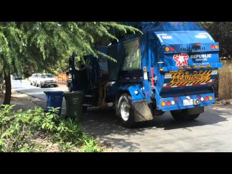 Republic Services Little Freightliner Labrie Garbage Truck On Organics