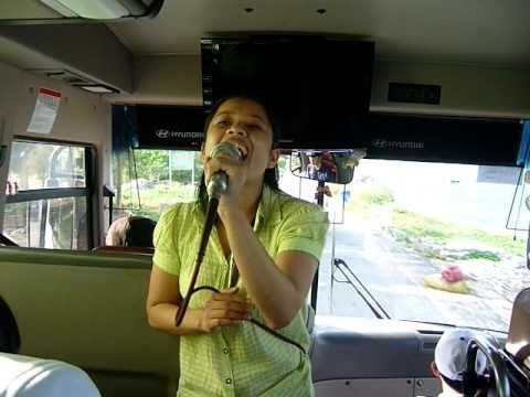 Hướng dẫn viên hoạt náo trên xe