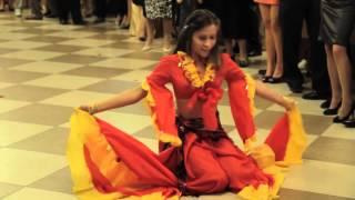 Цыганочка. Милая девушка танцует цыганочку! Молдова!
