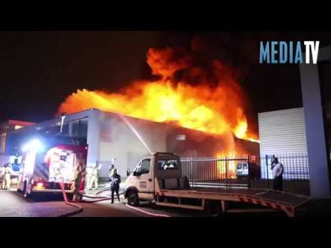 Zeer grote brand in bedrijfsverzamelgebouw Ringersstraat Schiedam