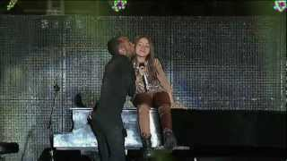 Vázquez Sounds y Camila - Rolling In The Deep (Foro Sol, 2012)