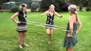 видео Как прыгать в резиночку: схема и правила игры для девочек