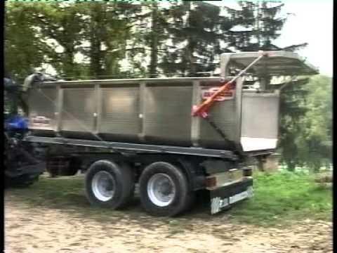 Rimorchi agricoli randazzo tandem con vasca inox in for Capriotti rimorchi agricoli