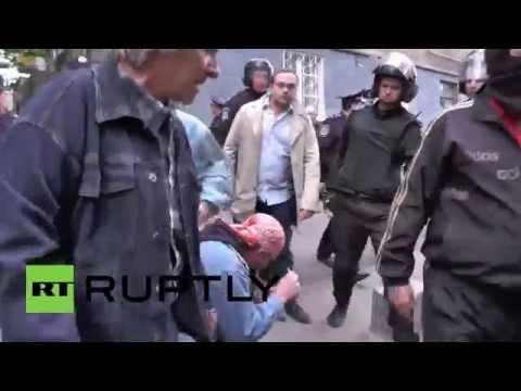 Ukraine: Violent clashes break out in Donetsk