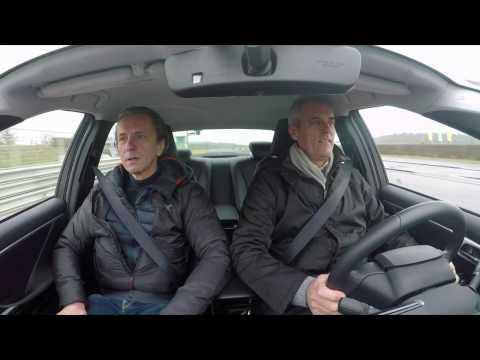 OMV CEO Rainer Seele testet Autos der Zukunft