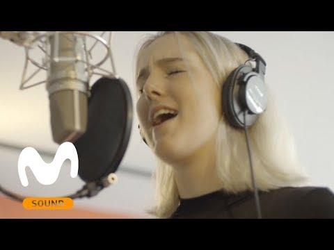 La cantante y pianista algecireña Izzy, pone banda sonora a la última campaña de Movistar