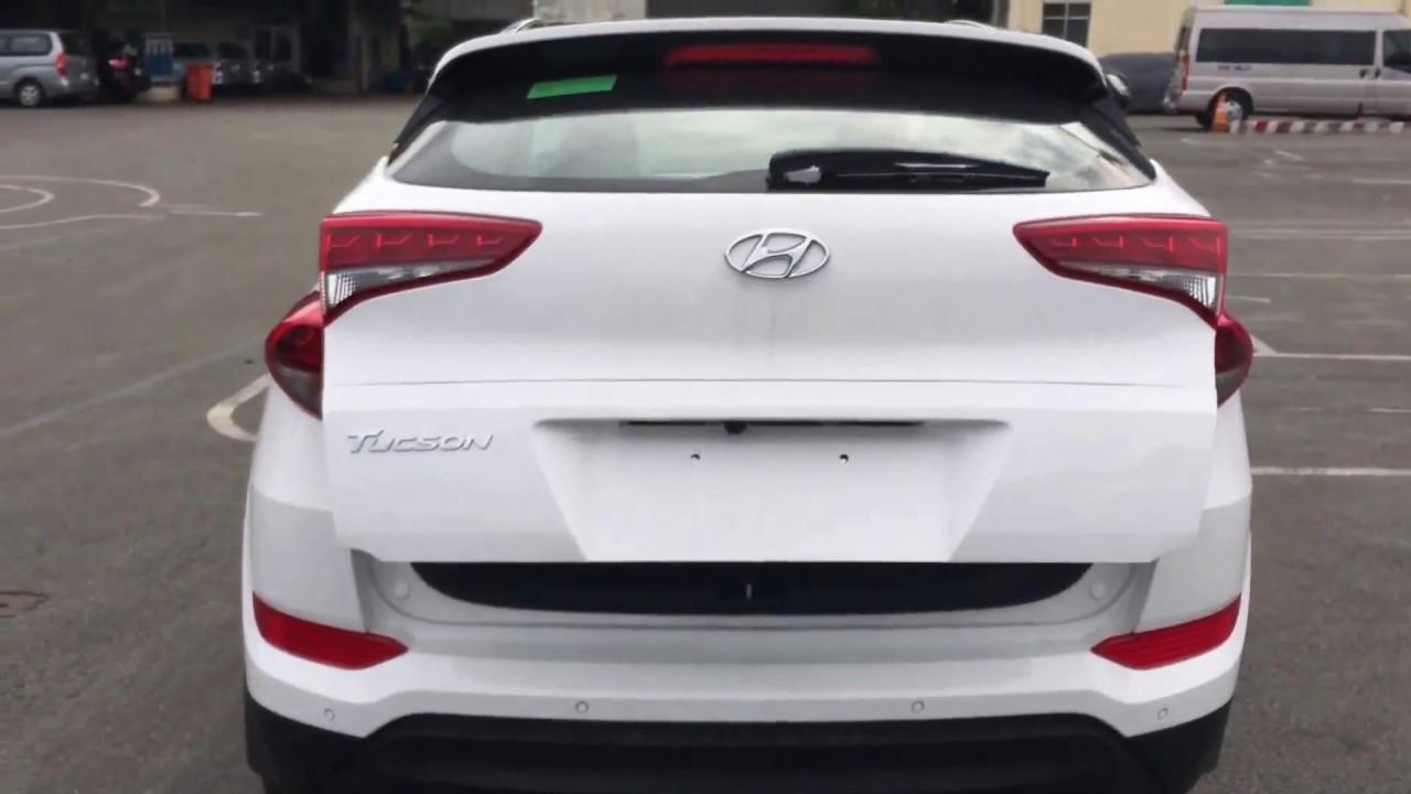 White Hyundai Tucson 2017