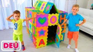 Vlad und Nikita bauen farbige Spielhäuser auf
