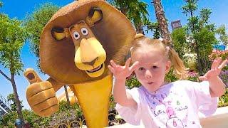 Парк для детей Настя в гостях у Шрека и Мадагаскар Видео для детей Theme Amusement park for kids