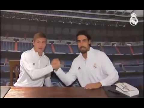 Toni Kroos and Sami Khedira Singing Autographs for Fans in Granada