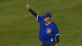 NLCS Gm4: Ryne Sandberg throws out the first pitch