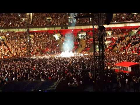 Coldplay - In My Place - Wembley Stadium 15/06/16