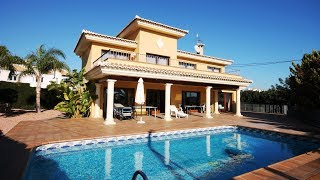 Двухэтажная вилла в Кальпе, Испания, в средиземноморском стиле. Недвижимость у моря в Испании