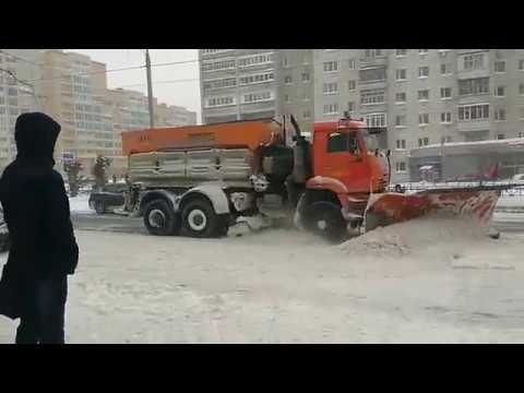 Улицы Казани расчищают после снегопада