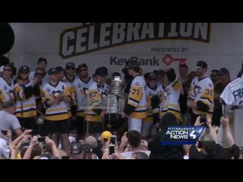 Group shot! Penguins celebrate another Stanley Cup at downtown victory rally