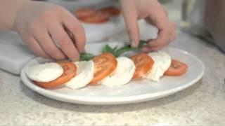 Закуска салат Капрезе: видео рецепт