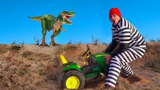 Динозавр помогает Леше прогнать воришку и вернуть Трактор