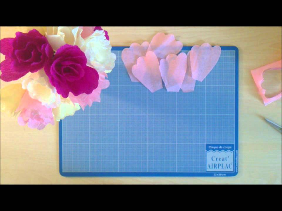 Comment Realiser Une Fleur Simple En Papier Crepon Youtube
