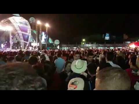 Marília Mendonça Em Festa Surpresa Ao Cantor Henrique, Canta A Música Infiel No Palco Da Praça Park