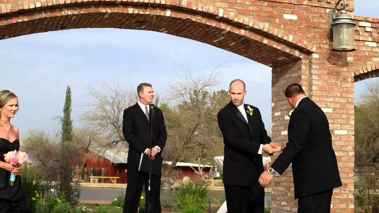 Songs For Bridesmaids To Walk Out To: Bridesmaids And Groomsmen Walking Down The Aisle