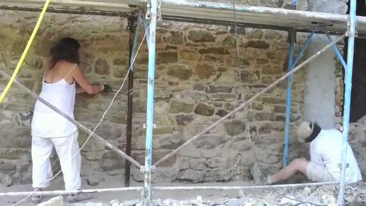 Sassoerminia stuccatura con malta naturale di muro in - Rasatura muro esterno ...