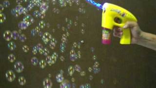 Bubble Gun with Continuous Streaming Bubbles