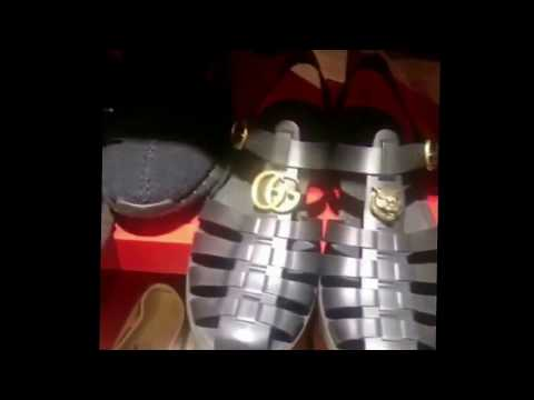Fally Ipupa montre ses chaussures