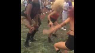 Как танцут на музыкальных фестивалях