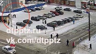 В центре Петрозаводска «мужчина» избил двух женщин(, 2016-12-16T22:39:30.000Z)