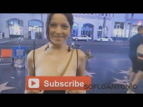 Девушки показывают грудь на улице - YouTube