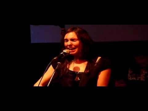 Holly Throsby - Making a Fire live - Byron Bay