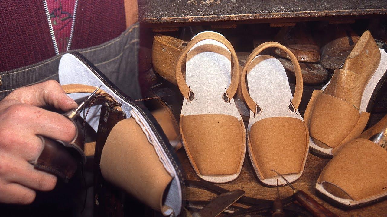 Abarcas menorquinas. Elaboración artesanal de este calzado de verano   Oficios Perdidos   Documental