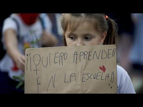 مظاهرات في العاصمة الأرجنتينية بوينس ايرس للتنديد بالقيود الصحية الجديدة…  - نشر قبل 3 ساعة