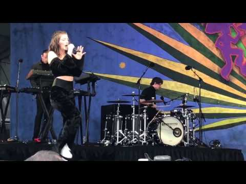 Homemade Dynamite - Lorde at Jazzfest 2017 New Orleans 4/30/17