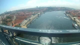 Cruzando  Ponte D. Luís I  Porto  Portugal  HD