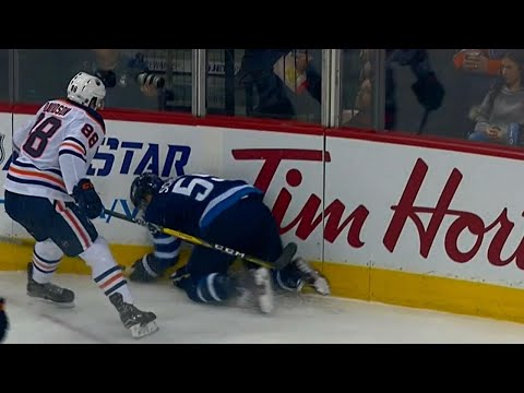 Scheifele hits boards hard after awkward fall against Oilers