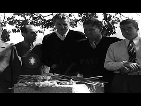Golf stars honor memory of noted American golfer Chandler Egan at Medford HD Stock Footage