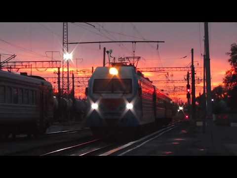 ЭП1М-543 с пригородным поездом Данилов - Буй прибывает на станцию Буй