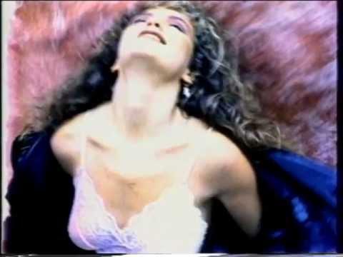 Thalía / En La Intimidad (Video Oficial)