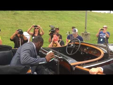 antonio-brown-rides-to-pittsburgh-steelers-camp-in-rolls-royce