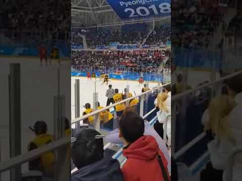 Эмоции больщиков в момент забития 4 шайбы... Россия-Германия 4:3