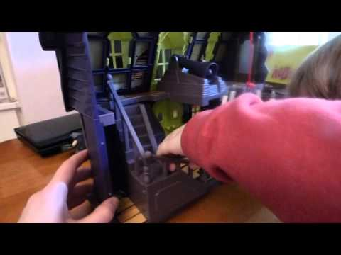 discovering Scooby Doo haunted mansion playset