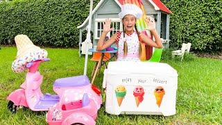Nastya makes healthy popsicles at home